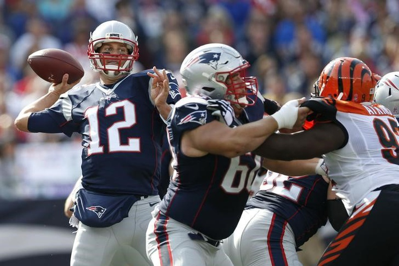 Gronk is Killing the Bengals and Taunting Them Every Chance He Gets