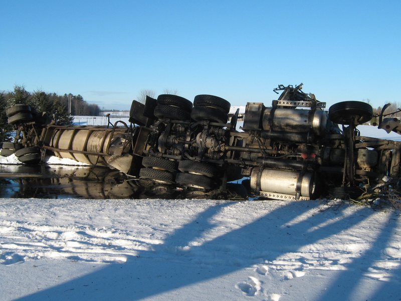 Manure Truck Rolled : Semi accident spills manure on manitowoc roadway news