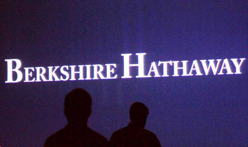 Buffett's Berkshire Hathaway Invests in Major Airlines