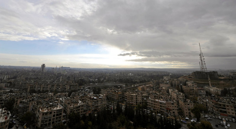 Intense Syrian bombing of besieged Aleppo, troops advance