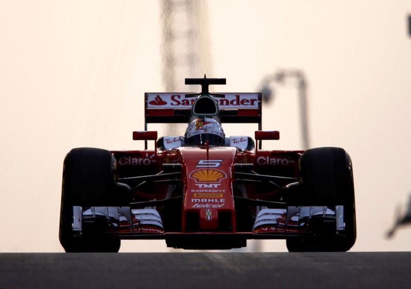 Hamilton on pole for F1 title showdown, Rosberg second