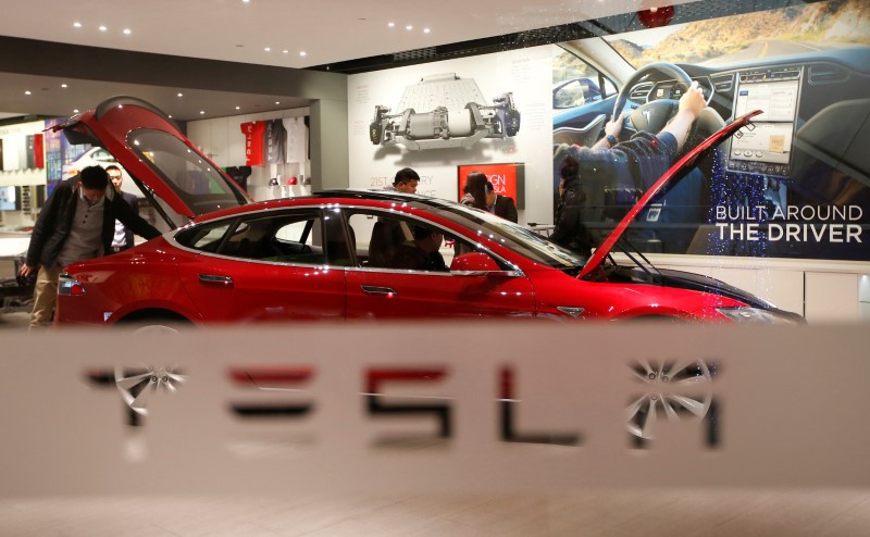 Tesla signals work with Panasonic on solar energy
