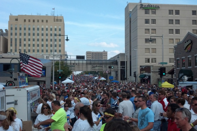 appleton 39 s octoberfest expected to draw thousands today news wtaq. Black Bedroom Furniture Sets. Home Design Ideas