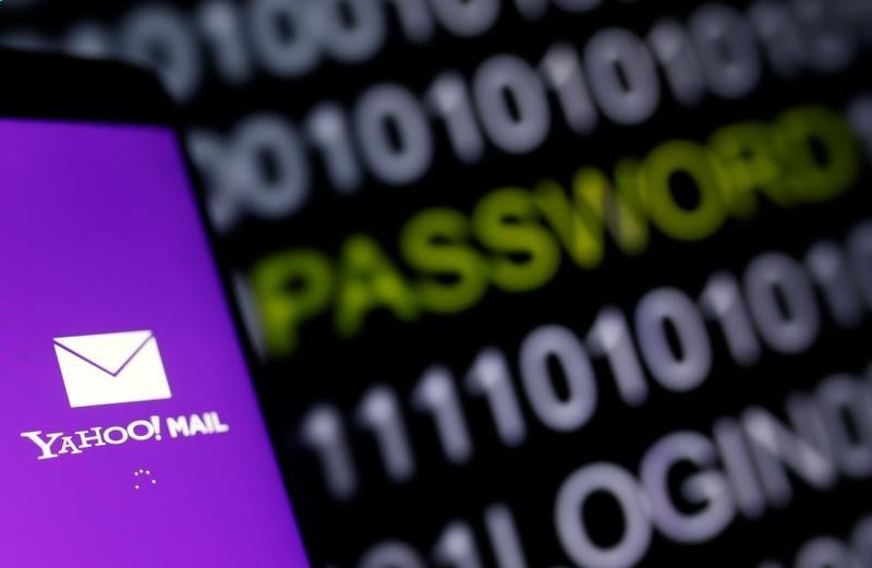 Amid breach talk, some Yahoo users finding it hard to exit
