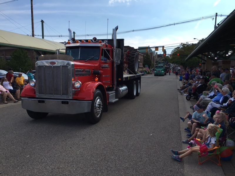 Big Rig Summer : Truck parade walks mark end of summer along lakeshore