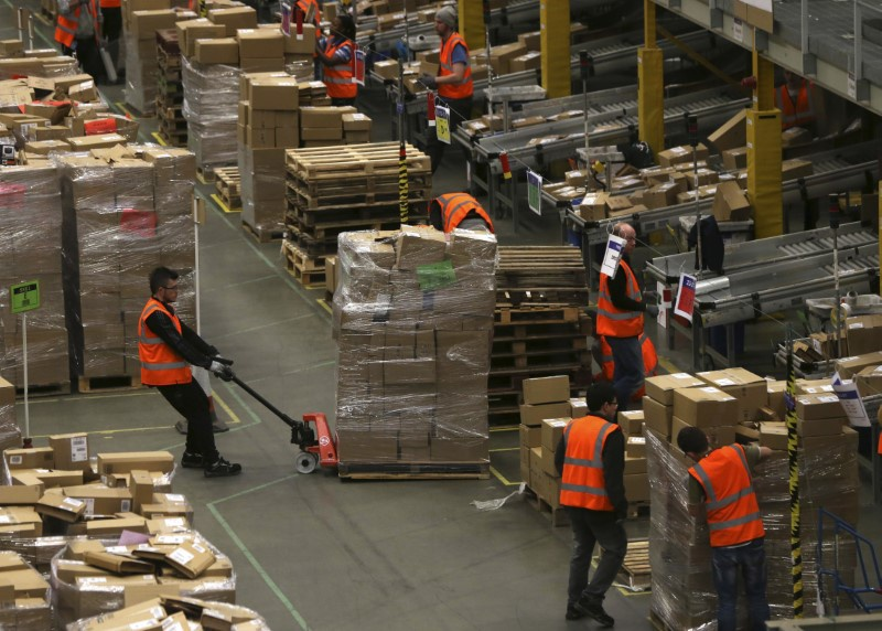 Amazon adding 120000 workers for holiday season