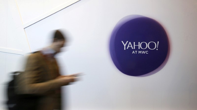 Yahoo profit beats Wall St., some analysts worry over effect of hack