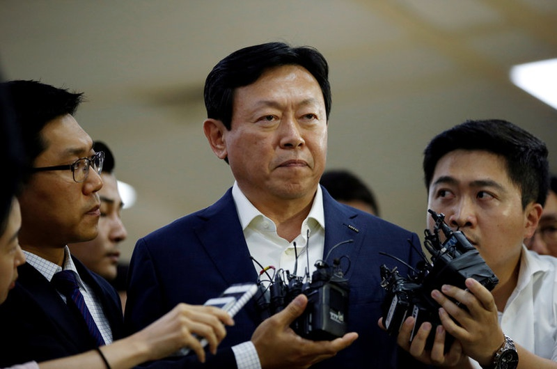 S.Korea prosecutors seek arrest warrant for Lotte Group chairman