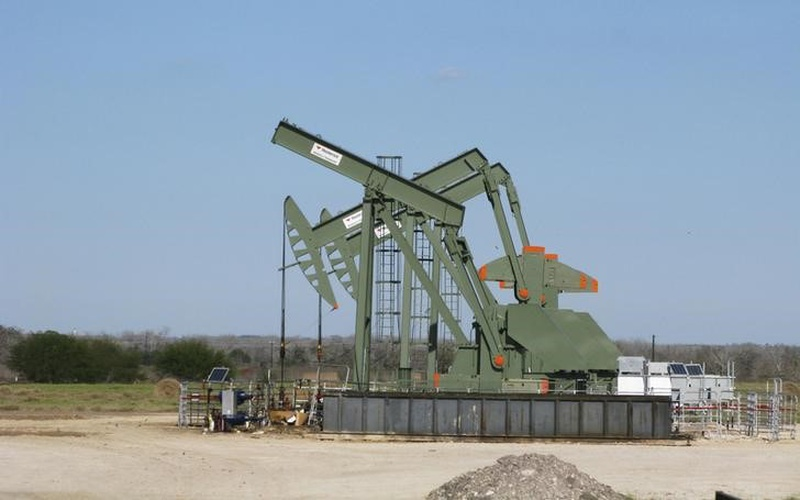 Oman's ministry of oil and gas sets output cap on oil companies