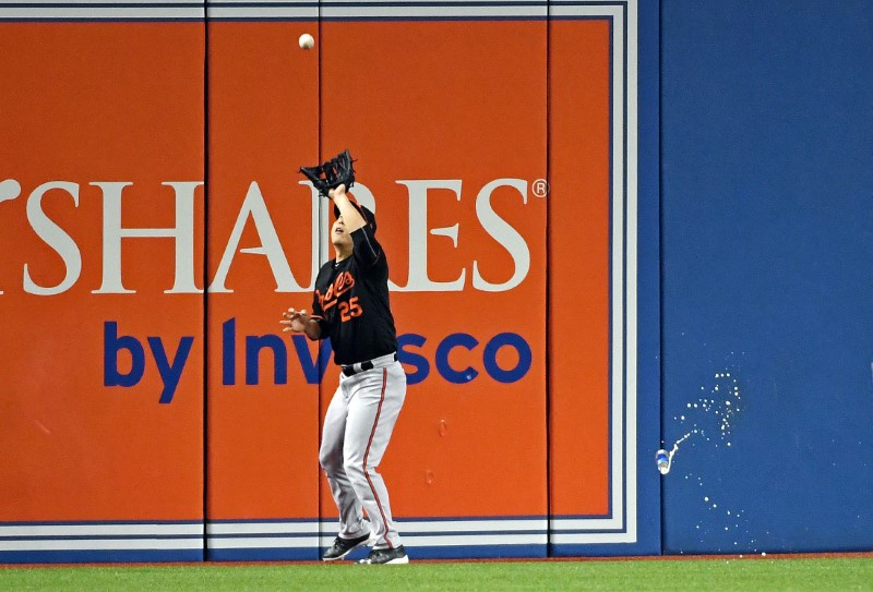 Toronto fan throws beer can at Orioles outfielder