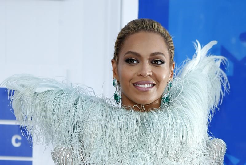 Beyonce Wins 9 Grammy Nominations; Rihanna Denies She is Unhappy