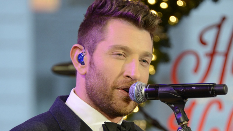 Snake in Toilet Interrupts Brett Eldredge's Tropical Vacation