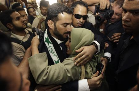 Iraqi reporter Muntazer al-Zaidi embraces his sister upon arrival at the Al-Baghdadya television station following his release from prison in Baghdad September 15, 2009. REUTERS/Mohammed Ameen