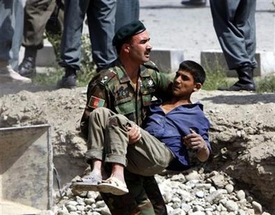 An Afghan soldier carries a wounded man after an explosion in Kabul September 17, 2009. REUTERS/Goran Tomasevic