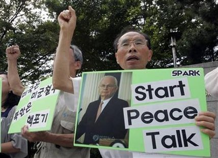 Activists chant slogans during a rally denouncing the U.S. policy toward North Korea, in front of the foreign ministry in Seoul September 5, 2009, as U.S. special envoy to North Korea, Stephen Bosworth, meets South Korean nuclear envoy to the North, Wi Sung-lac. REUTERS/Choi Bu-Seok