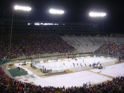 2006 NCAA National Champion Wisconsin Badgers Men's Hockey team defeating the Ohio State Buckeyes Mens Hockey team at an outdoor Hockey game at Lambeau Field - home of the NFL's Green Bay Packers. By Langdonstreet (Own work) [Public domain], via Wikimedia Commons