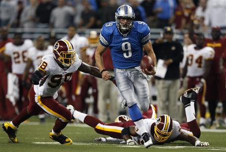 Detroit Lions quarterback Mathew Stafford runs with the ball in front of the Washington Redskins defense during the first half of their NFL football game in Detroit, Michigan September 27, 2009. REUTERS/Rebecca Cook