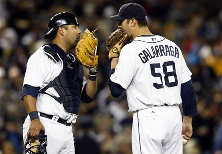 Detroit Tigers relief pitcher Armando Galarraga (R) talks with catcher Gerald Laird during the second inning of their MLB American League baseball game against the Chicago White Sox in Detroit, Michigan October 3, 2009. REUTERS/Rebecca Cook