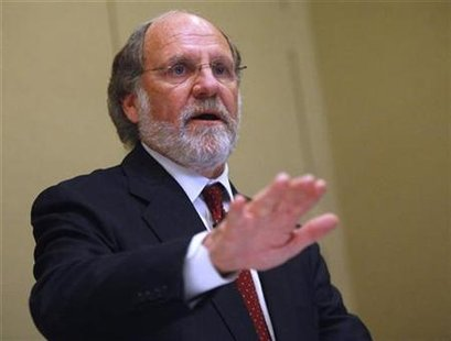 New Jersey Governor Jon Corzine delivers his opening remarks at a luncheon hosted by Harvard University's John F. Kennedy School of Government in New York February 19, 2009. REUTERS/Chip East