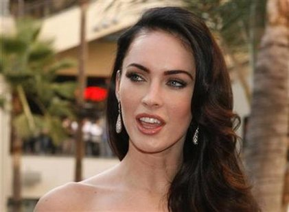 "Actress Megan Fox poses at a fan event for the film ""Jennifer's Body"" in Hollywood September 16, 2009. REUTERS/Fred Prouser"