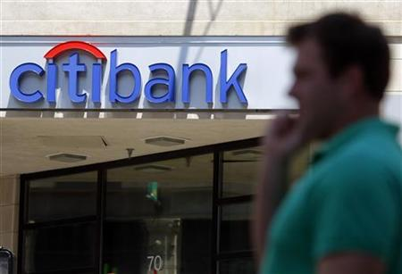 A pedestrians passes a Citibank branch in Boston, Massachusetts in this July 17, 2009 file photo. REUTERS/Brian Snyder