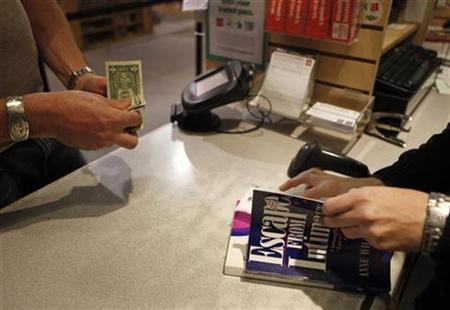 A customer pays for books at Half Price Books in Dallas, Texas September 24, 2009. REUTERS/Jessica Rinaldi