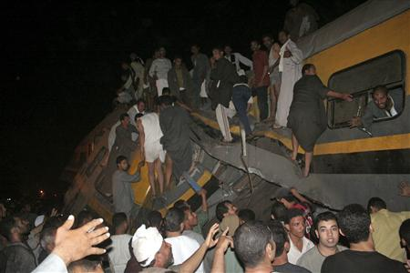 Rescuers search for survivors involved in a train accident at al-Ayyat in Girzah district, south of Cairo, October 24, 2009. REUTERS/Stringer