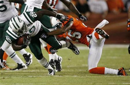New York Jets Leon Washington (L) is tackled by Miami Dolphins Will Allen during the second quarter of their NFL football game in Miami, Florida , October 12, 2009. REUTERS/Hans Deryk