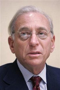 Trian Group principle Nelson Peltz addresses the media in Pittsburgh, Pennsylvania in this August 16, 2006 file photo. U.S. asset manager Legg Mason said on Monday the billionaire activist investor will be elected to its board on Tuesday. REUTERS/Jason Cohn