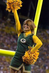 Green Bay Packer cheerleader By Mike Morbeck (Flickr: Green Bay Packers Cheerleader) [CC-BY-SA-2.0 (http://creativecommons.org/licenses/by-sa/2.0)], via Wikimedia Commons