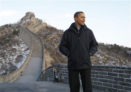 U.S. President Barack Obama tours the Great Wall of China at Badaling, November 18, 2009. REUTERS/Jason Reed
