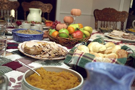 Photo showing some of the aspects of a traditional US Thanksgiving day dinner. By Ben Franske (Own work) [GFDL (http://www.gnu.org/copyleft/fdl.html) or CC-BY-SA-3.0-2.5-2.0-1.0 (http://creativecommons.org/licenses/by-sa/3.0)], via Wikimedia Commons
