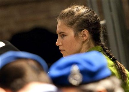 American university student Amanda Knox looks on during her murder trial in Perugia December 4, 2009. Defendants Knox and Raffaele Sollecito are on trial for the murder of British student Meredith Kercher in November 2007. REUTERS/Max Rossi