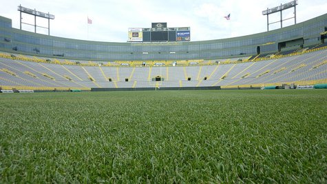 View of Lambeau Field from the South endzone By JL1Row (Own work) [CC-BY-SA-3.0 (http://creativecommons.org/licenses/by-sa/3.0)], via Wikimedia Commons