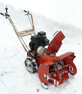 1961 Ariens Sno-Thro By JL1Row (Own work) [CC-BY-SA-3.0 (http://creativecommons.org/licenses/by-sa/3.0)], via Wikimedia Commons