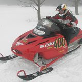 Lynx 400 snowmobile By Dirk Unger (Unger.dirk at de.wikipedia) [Public domain], via Wikimedia Commons