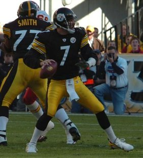 Ben Roethlisberger of the Pittsbrgh Steelers during an NFL game in 2006 By photo taken by flickr user SteelCityHobbies (flickr) [CC-BY-2.0 (http://creativecommons.org/licenses/by/2.0)], via Wikimedia Commons