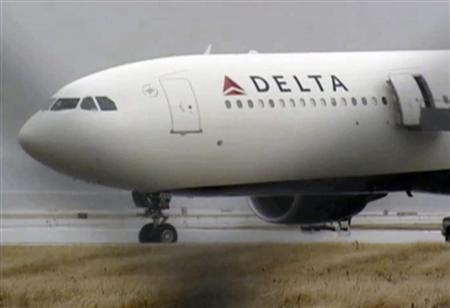 A Delta Airbus 330 airliner sits on a runway at Detroit Metropolitan Airport in Romulus, Michigan in this video grab made December 25, 2009. REUTERS/WDIV TV/Handout