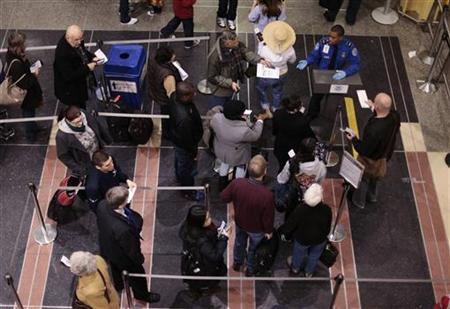 Travelers wait in line to go through Transportation Security Administration (TSA) screening in the Ronald Reagan Washington National Airport in Arlington, Virginia December 28, 2009. REUTERS/Lucas Jackson