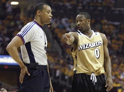 Washington Wizards Gilbert Arenas talks with an official during the fourth quarter of Game 2 of their NBA playoff series against the Cleveland Cavaliers in Cleveland, Ohio, April 21, 2008. REUTERS/Aaron Josefczyk