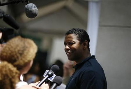 "Cast member Denzel Washington is interviewed at a promotional event for the upcoming movie ""The Book of Eli"" during the 40th annual Comic Con Convention in San Diego July 24, 2009. REUTERS/Mario Anzuoni"