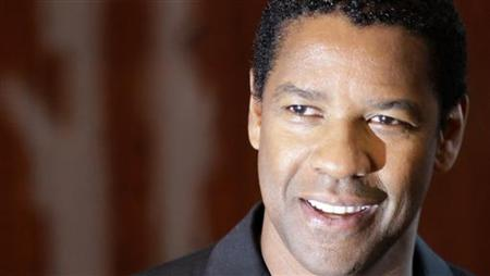 Denzel Washington poses during a photocall to promote his latest film 'The Taking of Pelham 123' in Berlin, July 21, 2009. The movie opens in German cinemas September 24. REUTERS/Tobias Schwarz