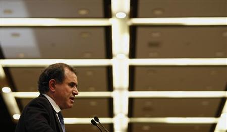 Nouriel Roubini, New York University Professor of Economics and co-founder and chairman of Roubini Global Economics, addresses a luncheon during the Asian Financial Forum in Hong Kong January 21, 2010. REUTERS/Bobby Yip