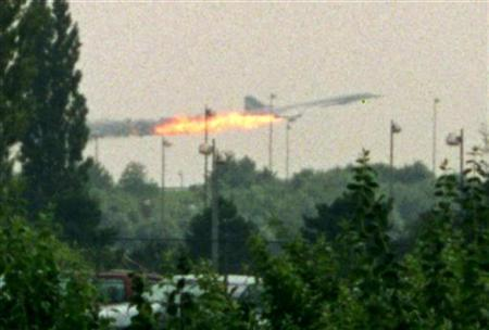 Flames come out of the Air France Concorde seconds before it crashed in Gonesse near Paris Roissy airport, 25 July 2000. REUTERS/Andras Kisgergely