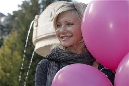 "Australian singer and actress Olivia Newton-John poses to promote the ""Pink Ribbon"" breast cancer campaign in Vienna October 5, 2009. REUTERS/Heinz-Peter Bader"