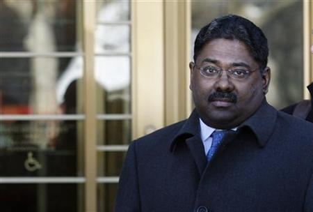 Raj Rajaratnam, the principal in the $21 million Galleon Group hedge-fund insider trading case leaves the U.S. Court after his arraignment on conspiracy and securities fraud charges in New York, December 21, 2009. REUTERS/Mike Segar