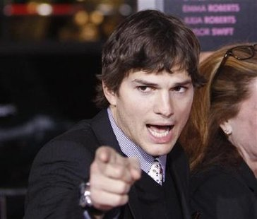 "Cast member Ashton Kutcher gestures at the premiere of ""Valentine's Day"" at the Grauman's Chinese theatre in Hollywood, California February 8, 2010. REUTERS/Mario Anzuoni"