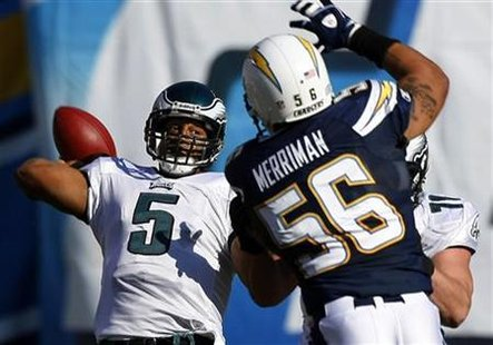 Philadelphia Eagles quarterback Donovan McNabb passes under pressure from San Diego Chargers linebacker Shawne Merriman in the first half during their NFL football game in San Diego, California November 15, 2009 file photo. REUTERS/Mike Blake