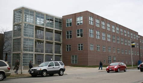 The University of Wisconsin-Milwaukee School of Architecture and Urban Planning, looking northwest across Maryland Avenue, at the back of the building. By Freekee at en.wikipedia [Public domain], via Wikimedia Commons