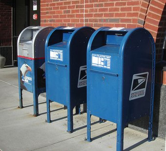 United States Post Office mail collection boxes By EraserGirl (Own work) [CC-BY-2.0 (http://creativecommons.org/licenses/by/2.0)], via Wikimedia Commons